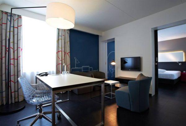 Postillion Hotel Deventer TV