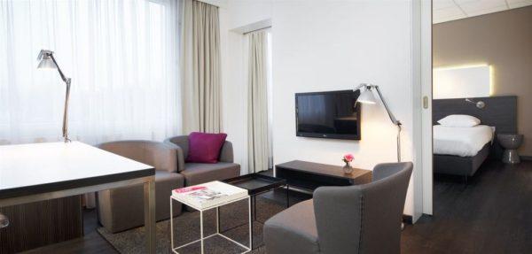 Postillion Hotel Dordrecht TV